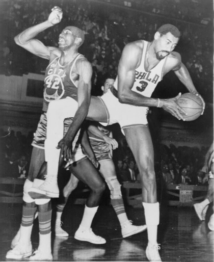 NATE THE GREAT THURMOND TANGLING IT UP WITH WILT THE STILT CHAMBERLAIN - THOSE AREN'T AIR JORDANS THEY'RE WEARING